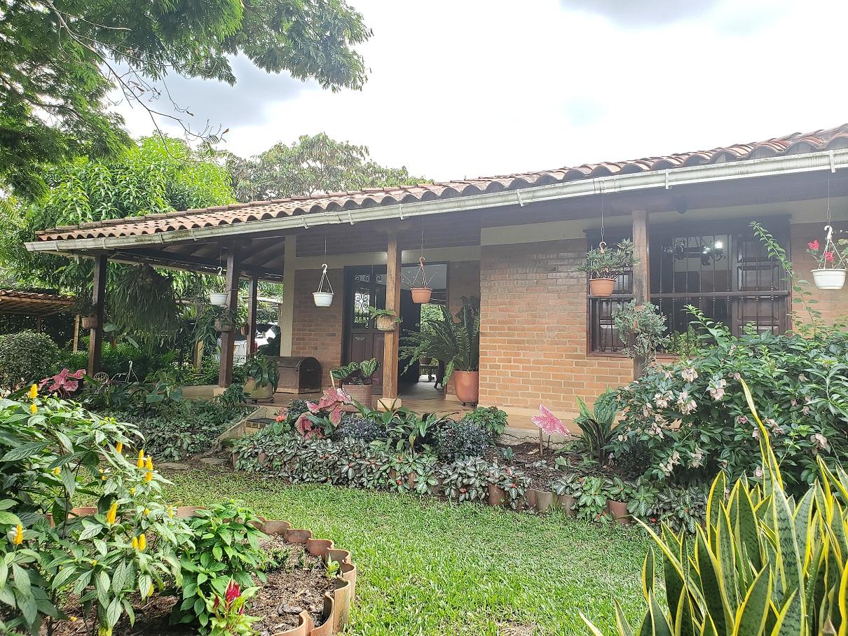 Casa campestre en condominio las mercedes Jamundi