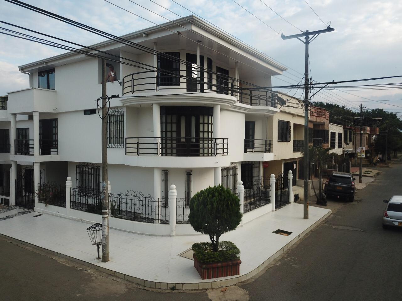 Casa esquinera en venta barrio La Pradera Jamundi