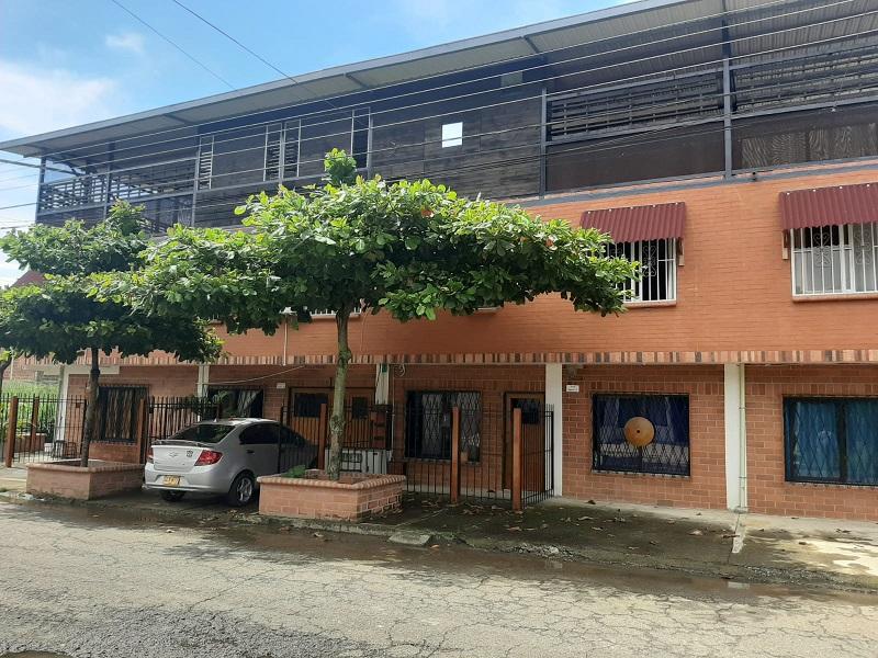 Propiedad en venta esquinera barrio la pradera Jamundi con apartamentos
